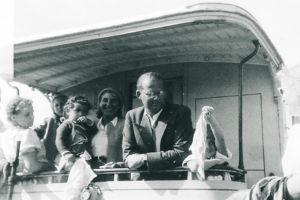 Christian Schaefer auf alter Inselbahn (1949)