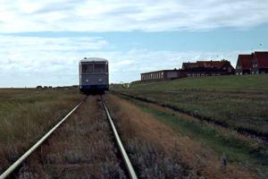 Die Inselbahn vor dem Deich (1972)