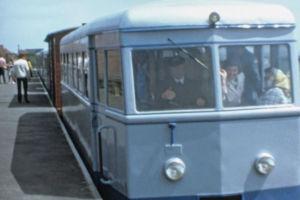 Zug am Bahnhof Juist