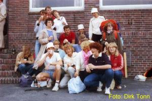 traditionelle Verabschiedung der Freunde am Bahnsteig des Juister Bahnhofs (1981)